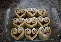 """This page has food & crafts for Valentine's Day or jus to say """"I Love You"""". Includes the heart cinnamon rolls pictured -- perfect for valentine's day! Yummy Treats, Delicious Desserts, Sweet Treats, Yummy Food, Valentines Day Food, Valentines Breakfast, Valentine Ideas, Birthday Breakfast, Homemade Valentines"""
