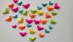 Aprendecomo hacer corazones de papelinflados en 3d con hojas de papel de colores, son muy fáciles de hacer y los puedes usar paradecorar tus regalitos