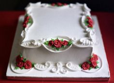 DECORATING DESIGN IDEA ~ Beautiful piping and border. Wouldn't this cake be beautiful with holly or small pointsettias in place of roses at Christmas? Pretty Cakes, Beautiful Cakes, Amazing Cakes, Royal Icing Cakes, Buttercream Cake, Cake Decorating Tips, Cookie Decorating, Ice Cake, Square Cakes