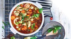 Die ausgewählten Zutaten dieser Schlanksuppe tun Figur und Seele gleichermaßen gut! Also ran an die Löffel! Hier geht es zum Rezept und Suppen-Diät-Plan.