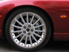 Conheça os sinais que indicam que os pneus do carro devem ser trocados +http://brml.co/1LNA6YT