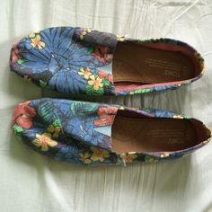 Toms size 9.5 NWOT Adorable floral print. Bought last year, never got around to wearing these. Super hard to find print. Please submit reasonable offers if interested. (: All items come from a smoke and pet free home. Sorry I do not hold or TRADE TOMS Shoes Flats & Loafers