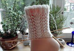 Christmas Stockings, Blanket, Knitting, Holiday Decor, How To Make, Socks, Knitting Socks, Handarbeit, Needlepoint Christmas Stockings