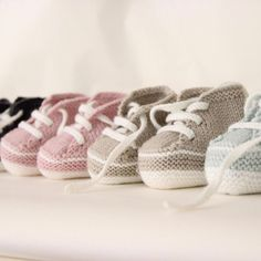 """These little baby booties are made on 2 straight needles, top down in one piece.You'll receive complete directions explained step by step.Size : Newborn / 3 monthsMeasurements :Sole : 8,5 cmHeight : 6 cmWidth : 4,5 cmMaterials :Wool Phildar """" Super Baby """"30 % Wool70 % Acrylic25 grams ball/ 107 metersCygne ( White : 0025 ) : 1 ballSouris ( Dark Gray / 0111) : 1 ballOne pair each 2,5 mm and 3 mm Knitting NeedlesTension :Using 3 mm needles, 40 rows x ..."""