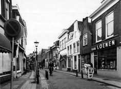 Datering tot: 1981-12-31 Beschrijving: De Dam, gezien vanaf de hoek Vlaardingerstraat / Breedstraat / Kethelstraat, in de richting van de Hoogstraat.