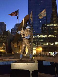 Ernie Banks statue in Daley Plaza