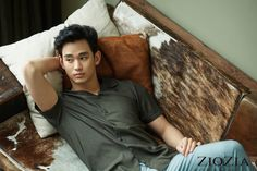 Kim Soo-Hyun looks INCREDIBLE in the latest shots featuring ZioZia's 2017 S& Collection. Asian Actors, Korean Actors, Korean Dramas, Korean Men, Asian Men, Rei Arthur, My Love From Another Star, Star Magazine, Poster Boys