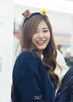 Twice Tzuyu So cute Kpop Girl Groups, Korean Girl Groups, Kpop Girls, Nayeon, Tzuyu Wallpaper, Twice Tzuyu, Chou Tzu Yu, Dahyun, Thing 1
