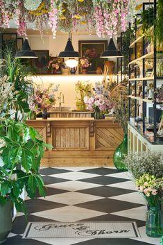 Flower Shop Decor, Flower Shop Design, Florist Shop Interior, Flower Cafe, Flower Shops, Cactus Flower, Flower Shop Interiors, Design Commercial, Luxury Flowers