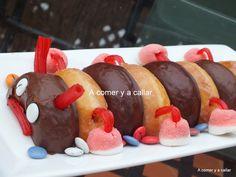 Este gusano de donuts fué una de las cosas que preparé para el cumple de mi hijo este verano Utilicé donuts blancos y de chocola... Cooking Humor, Food Humor, Fairy Food, Churros, Little Chef, Party Decoration, Happy Foods, Fiesta Party, Cooking With Kids