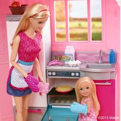 Baking delicious holiday desserts is the perfect way to spend quality time with loved ones. Barbie And Her Sisters, Barbie Family, Barbie And Ken, Barbie Barbie, Barbie Life, Barbie World, Cinderella Wedding Shoes, Barbie Kitchen, Barbie Fashionista Dolls