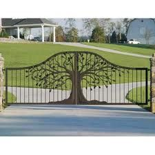 driveway gate (matches front door)