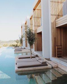 hotel arquitectura Stay At Olea All Suite Hotel Tsilivi, Zakynthos, Greece Design Hotel, Bungalow Hotel, Interior And Exterior, Exterior Design, Interior Modern, Casa Cook, Mediterranean Architecture, Unique Hotels, Cheap Hotels