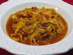repollo en guiso. Cocina tradicional. Cabbage Lasagna, Cabbage Stew, Fried Cabbage, Veggie Recipes, Paleo Recipes, Breakfast Soup, Guatemalan Recipes, Guisado, Soup Beans