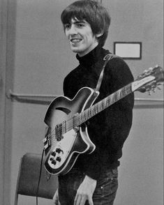 George Harrison was a musician, singer, songwriter and one of the fab four who came together to form the supergroup The Beatles. Foto Beatles, Les Beatles, Beatles Photos, John Lennon Beatles, George Beatles, George Harrison, Liverpool, Paul Mccartney, Great Bands