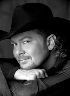 Listen to music from Tracy Lawrence like Time Marches On, Paint Me A Birmingham & more. Find the latest tracks, albums, and images from Tracy Lawrence. Male Country Singers, Country Music Artists, Country Music Stars, Film Music Books, Music Tv, Tracy Lawrence, Country Men, Country Life, Cool Countries