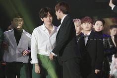 Baek and V - 160114 Seoul Music Awards Taehyung And Baekhyun, Kpop, Seoul Music Awards, Bts And Exo, Pop Idol, Chanbaek, Bts Boys, Korean, Wattpad