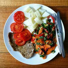 Minute steak cooks faster than the veggies but it's a good way to keep meat portions under control. . . . . #lowFODMAP #lowFODMAPdiet #FODMAP #fodmapfriendly #glutenfree #wheatfree #dairyfree #lactosefree #fructosefriendly #lowfructose #guthealth #healthygut #IBS #digestiveheath #nutrition #nutritionist #goodfood #eatwell #nourish #twitter #foodstagram #noBSfood #steak #veggies #quickmeals