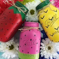 Beautiful mason jar crafts ideas for summer: - floral painted mason jar summer crafts - mason jars painted like summer fruits and berries - hand painted boho. Cute Crafts, Crafts To Do, Diy Crafts, Fruit Crafts, Mason Jar Projects, Mason Jar Crafts, Diy Jars, Summer Diy, Summer Crafts
