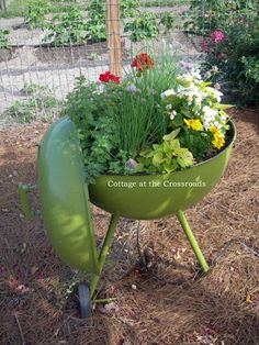 Upcycle your old BBQ using bedding plants! #Upcycle #Plants  Source: http://homeandgarden.craftgossip.com/13-planter-ideas-for-your-container-garden/