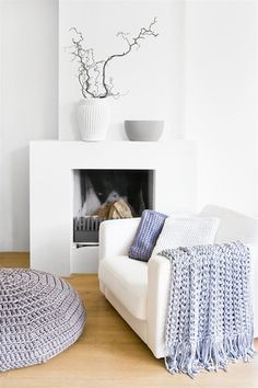 Hoooked is your one-stop shop for sustainable yarn (including Zpagetti T-shirt yarn), DIY kits, and patterns for knitting, crochet and macramé! Home Fireplace, Fireplace Design, Modern Fireplace, Fireplaces, Crochet Home, Scandinavian Interior, Home Living Room, Interior Inspiration, Decoration