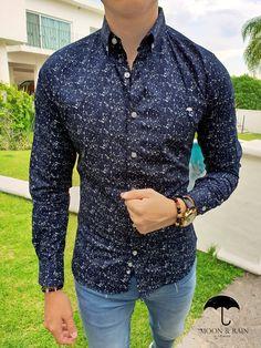 Outfit para hombre  camisa slim fit marino de mini puntos blancas a9d299cb900