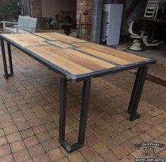 Обеденный стол из дерева и металла на заказ в Москве