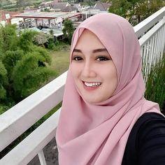 Ini Lo 6 Detail Syarat Pernikahan Syar'i yang Mungkin Belum Kamu Ketahui Beautiful Girl Photo, Beautiful Hijab, Wedding Couple Poses Photography, Hijabi Girl, Hijab Chic, Beauty Full Girl, Muslim Women, Sexy Outfits, Hijab Fashion