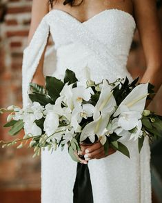 22 Sparkling Wedding Ideas That'll Give Your Day a Glamorous Upgrade Sparkle Wedding, Ivory Wedding, Wedding Day, Wedding Bouquets, Wedding Gowns, Wedding Flowers, Wedding Flower Inspiration, Glamour, Martha Stewart Weddings