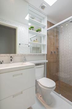Washroom Design, Bathroom Design Small, Bathroom Layout, Bathroom Interior Design, Sweet Home Design, Home Room Design, Small Shower Room, Narrow Bathroom, Luxury Decor