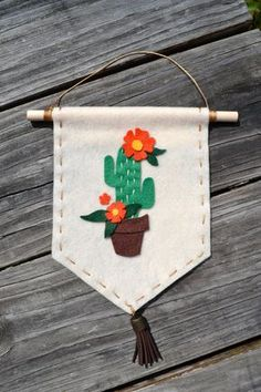 cactus craft Felt Cactus Banner Cream and Orange by MissOhDarling on Etsy Felt Crafts Diy, Felt Diy, Handmade Felt, Crafts To Do, Handmade Crafts, Sewing Crafts, Sewing Projects, Arts And Crafts, Cactus Craft