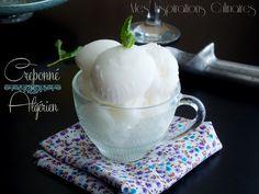 Créponné algérien Je ne connais pas l'orthographe exacte du créponné algérien {creponé, creponnet ou encore criponni}, c'est un sorbet au citron composé d'eau de jus et zeste de citron et bien entendu ce qui fait sa spécificité le blanc d'oeuf qui lui donne cette texture unique. Une glace au citron sans sorbetière rafraîchissante durant les ... Make Ice Cream, Homemade Ice Cream, Samar, Granita, Sorbets, Popsicles, Yogurt, Tea Cups, Cocktails
