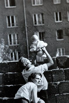 Families that were separated by the speed by which The Berlin Wall was constructed often times remained separated for life events. Often times children were held up to show them to doting aunts, uncles, and grandparents. East Germany, Berlin Germany, Old Photos, Vintage Photos, Thierry Noir, Berlin Hauptstadt, Art Mur, Berlin Wall, Interesting History