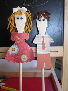 wooden spoon puppets with cut out clothes. Wooden Spoon Crafts, Wooden Spoons, Diy And Crafts, Crafts For Kids, Arts And Crafts, Puppets For Kids, Spoon Art, Marionette, Puppet Crafts