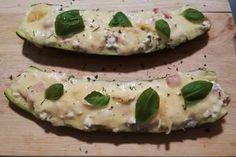 Zucchini mit körniger Frischkäse-Füllung