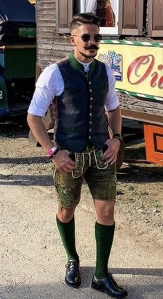 German Outfit, German Men, Short Men, Lederhosen, Bavaria, Short Outfits, Traditional Dresses, Tweed, Men's Fashion