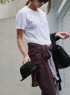 伸縮性のあるコットン素材を使った半袖Tシャツです。 所々にあしらわれたペインティングがスタイリッシュなアイテム☆【iamyuri】