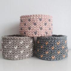 Связанные корзинки из шнура