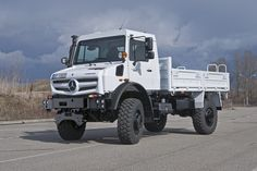 Mercedes-Benz's Unimog super-duper-duty trucks may start sales again in Canada. Mercedes Benz Unimog, Mercedes Benz Trucks, New Mercedes, New Trucks, Pickup Trucks, Aigle Animal, Mercedez Benz, Universal Motor, Expedition Vehicle