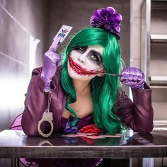 Let's get crazy with sexy gender blend Joker Cosplay! So, when sexy ladies start cosplaying Joker we can get a sexiness overload seasoned with the right amount of craziness! Cosplay Del Joker, Female Joker Cosplay, Cosplay Costumes, Batman Cosplay, Superhero Cosplay, Dc Cosplay, Superhero Party, Diy Costumes, Anime Cosplay