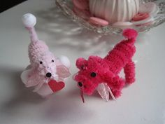 Cute poodle made from pipe cleaners- would be great for Valentine's Day.  Step-by-step tutorial- RRM