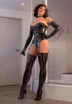 Brunette MILF in Latex Lingerie, Corset, Gloves, Heels, Stockings & Suspenders Sexy Latex, Latex Fashion, Fetish Fashion, Mode Latex, Sexy Women, Femmes Les Plus Sexy, Spandex, Latex Girls, Looks Style
