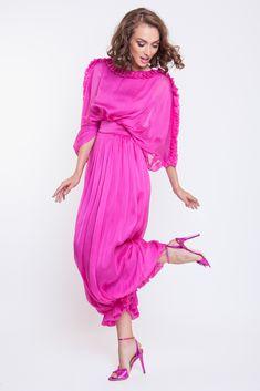 Rochie voal din matase Day Dresses, Prom Dresses, Wedding Dresses, Girly Girl, Silk Dress, Veil, Cool Designs, Party Dress, Neckline