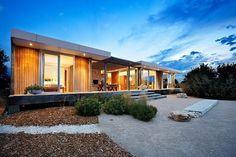 Astonishing Residence par Hofman and Brown Architects - Yallingup, Australie. Somptueux mariage du bois et de la pierre pour cette maison contemporaine australienne