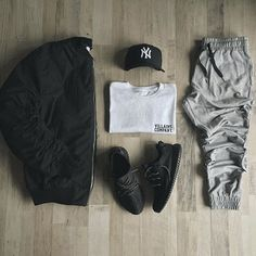Instagram Likes Snow Boots, Gym Men, Grunge Fashion, Sweatpants, Womens Fashion, Snow Boot, Women's Fashion, Ladies Fashion, Grunge Outfits
