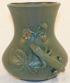 Weller Pottery Kenova Lizard and Strawberry Vase in Pottery & Glass, Pottery & China, Art Pottery   eBay
