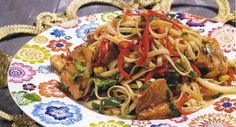 Noodles με λαχανικά και κοτόπουλο Asian Recipes, Ethnic Recipes, Mixed Vegetables, Spring Rolls, Appetisers, Chinese Food, Food Dishes, Risotto, Great Recipes