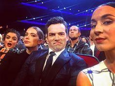 Pin for Later: Le Cast de Pretty Little Liars S'éclate aux People's Choice Awards