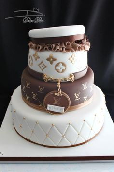ideas cake designs for women louis vuitton for 2019 25th Birthday Cakes, Sweet 16 Birthday Cake, Beautiful Birthday Cakes, Birthday Cakes For Women, Designer Birthday Cakes, Beautiful Cakes, Birthday Ideas, Bolo Chanel, Chanel Cake
