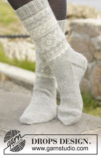 "Silver Dream Socks - Knitted DROPS socks with Norwegian pattern in ""Karisma"". Size 35 to 46 - Free pattern by DROPS Design Knitted Boot Cuffs, Knitted Slippers, Slipper Socks, Knitting Patterns Free, Free Knitting, Crochet Patterns, Free Pattern, Drops Design, Crochet Socks"